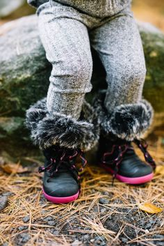 5 Winter Must-Haves for Kids // When the weather gets cooler, make sure your kids are prepared with these five winter must-haves! // Winter Clothing Must-Have for Kids // Winter Weather Outfit Ideas for Kids // Lynzy & Co.