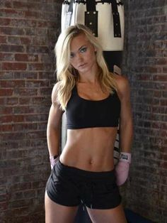Former Kansas City Chiefs cheerleader Rachel Wray now working towards MMA career
