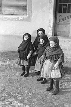 Girls from Püspökhatvan/Kislánykák régről...(Püspökhatvan, 1953.)