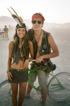 Awesome boho style at burning man. Burning Man Outfits, Burning Man Style, Burning Man 2016, Burning Man Fashion, Look Festival, Rave Festival, Festival Wear, Festival Outfits, Festival Fashion