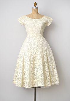 vintage 1950s cream lace wedding dress