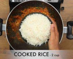 टोमेटो राइस कैसे बनाते है? How To Make Tomato Rice in Hindi with Photo? [Step by step] Sabzi Recipe, Idli Recipe, Lunch Box Recipes, Soup Recipes, Tamarind Rice Recipes, Tomato Rice, Tomato Soup, Garlic Fried Rice, Making Fried Rice