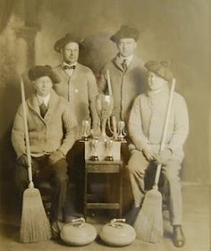 passion: curling stones -- old pic LOL Curling Stone, Women's Curling, Commonwealth, Antique Photos, Vintage Photos, Vintage Curls, Duluth Minnesota, Team Photos, Expo