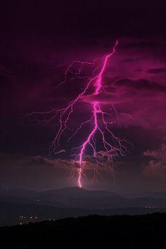 Orage ~ Lightning in Ain, Rhone-Alpes, France Lightning Photography, Nature Photography, Photography Tips, Portrait Photography, Wedding Photography, Beautiful Sky, Beautiful World, Thunder And Lightning, Lightning Storms