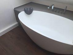 Finde Modern Badezimmer Designs: Einbau Dokumentation Eines Badeloft Kunden  Anhand Der Freistehenden Badewanne