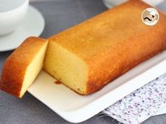 Un gâteau tout simple et bien moelleux pour profiter d'une pause gourmande … A simple cake and very fluffy to enjoy a gourmet break at any time of the day. – Dessert Recipe: Fluffy concentrated milk cake by Ptitchef_officiel Food Cakes, Cupcake Cakes, Cupcakes, Desserts With Biscuits, Köstliche Desserts, Dessert Recipes, Homemade Cake Recipes, Milk Recipes, Sweet Recipes