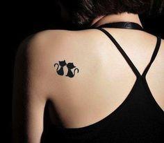 Tatuaggi con gatti - Gattini neri sulla spalla