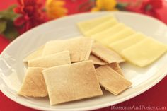 Microwave Almond Crackers: super easy, only three ingredients, and made in the microwave! So gonna try this! Added a spoonful of bone broth concentrate. Banting Recipes, Low Carb Recipes, Snack Recipes, Cooking Recipes, Paleo Recipes, Low Carb Bread, Low Carb Keto, Keto Bread, Sin Gluten