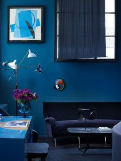 How to Pull off a Monochromatic Color Decoration A monochromatic room is bold eye-catching and unabashedly intentional. Yes there is a good kind of matchy-matchy! The post How to Pull off a Monochromatic Color Decoration appeared first on Wohnen ideen. Dark Interiors, Beautiful Interiors, Colorful Interiors, Blue Rooms, Blue Walls, Salon Art Deco, Sala Vintage, Monochromatic Color Scheme, Color Harmony