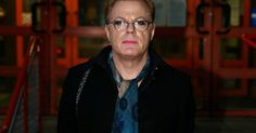 Eddie Izzard dons make-up heels and nail varnish to give evidence against man who called him a 'fing poofter' - Mirror.co.uk