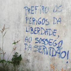 #Repost @elizandra_silva_ ・・・ Sacramenta, Belém, PA. #arteurbana #olheosmuros #artederua #Belém #artenosmuros #liberdade http://ift.tt/2edHX4F