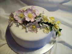 Gumpaste flowers, Briar Rose, Stephanotis, Sweetpea, Ivy
