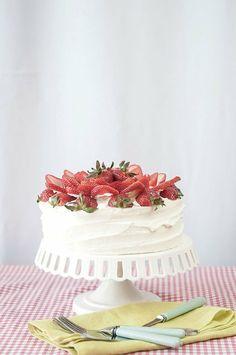 Strawberry Lemon Cream Cake|Hungry Rabbit