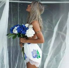 """""""Ganz in Weiß mit einem Blumenstrauß, so siehst du in meinen schönsten Träumen aus. Ganz verliebt schaust du mich strahlend an. Es gibt nichts mehr was uns beide trennen kann. Ganz in Weiß so gehst du neben mir, und die Liebe lacht aus jedem Blick von Dir.."""" 💘*`•."""