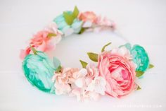 Create a simple and beautiful floral headband for Spring with this easy to follow tutorial. Maternity Photo Props, Floral Headbands, Diy Arts And Crafts, Diy Crafts, Headband Tutorial, Floral Crown, Flower Making, Fabric Flowers, Dress Making
