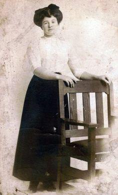 Titanic passenger- Nora Fleming, 3rd class Irish passenger wearing A line skirt and white blouse. She did not survive.