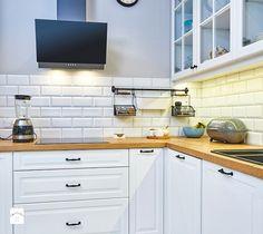 Artystyczny Żoliborz - Kuchnia, styl skandynawski - zdjęcie od EG projekt Hostel, Kitchen Cabinets, Handmade, Home Decor, Interior Lighting, Decorations, Kitchens, Interiors, Hand Made