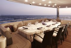 LUXURY YACHT TABLE SETTING