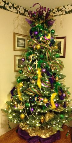 My first Mardi Gras tree! - My first Mardi Gras tree! My first Mardi Gras tree! My first Mardi Gras tree! Welcome to our websit - Christmas Tree Themes, Holiday Tree, Xmas Tree, Holiday Decor, Peacock Christmas, Mardi Gras Centerpieces, Mardi Gras Decorations, Tree Decorations, Mardi Gras Outfits