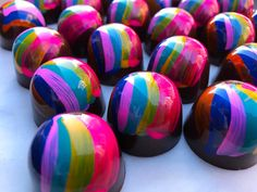 95 mentions J'aime, 2 commentaires – Stick With Me Sweets (@swmsweets) sur Instagram : « Our NY, NY chocolate rainbow on a bright sunny day!  #happiness #valrhonausa #chocolate #insider… »