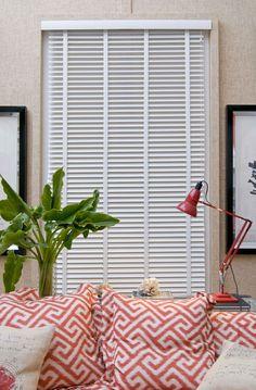 CasaCor2012; Decoración de Fernando Ruiz; Persianas Luxaflex® Country Woods (de madera) blancas de 50mm.