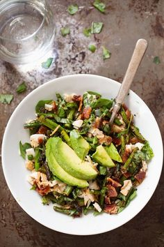 nice Chicken Bacon Avocado Salad with Roasted Asparagus - Pinch of Yum Bacon Avocado, Avocado Salad, Bacon Salad, Asparagus Salad, Asparagus Recipe, Healthy Salads, Healthy Eating, Healthy Food, Paleo Recipes