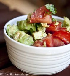 Avocado, tomatoes, cashews, lime juice, salt and pepper.  Sounds yummy!    Think I'd substitute almonds for cashews