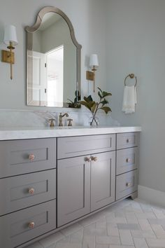 Beautiful modern farmhouse bathroom with classic design by Jaimee Rose Interiors. HELLO LOVELY, beautiful design inspiration from Jaimee Rose Interiors in this celebration of black & white modern farmhouse style in Arizona. Classic White Bathrooms, White Marble Bathrooms, Classic Bathroom, Modern Classic Bedroom, Modern Classic Interior, Tile Bathrooms, Modern Farmhouse Bathroom, Modern Bathroom Design, Gray Bathroom Decor