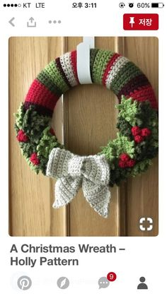 Charming Christmas Wearth Decoration For Your Door. Below are the Christmas Wearth Decoration For Your Door. This article about Christmas Wearth Decoration For Your Door was posted Crochet Christmas Wreath, Crochet Wreath, Crochet Christmas Decorations, Christmas Crochet Patterns, Holiday Crochet, Xmas Wreaths, Christmas Knitting, Christmas Diy, Crochet Flowers
