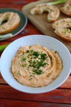 Mindenki kedvence: a klasszikus körözött   Street Kitchen Hummus, Ethnic Recipes, Food, Essen, Meals, Yemek, Eten