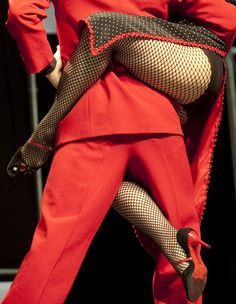 """Colombian tango dancers Alejandra Sanchez (R) and Alex Moncada perform during the second World Tango Championships semifinals as part of the """"VI International Tango Festival"""" in Medellín, Colombia, June 22, 2012. (AFP)"""