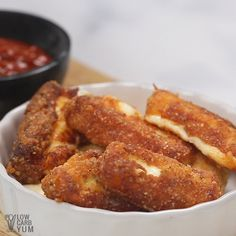 Diet Snacks For a cheesy keto snack or low carb appetizer, give this gluten free mozzarella sticks a try. The cheese sticks can be fried in oil or in an air fryer. Ketogenic Recipes, Low Carb Recipes, Diet Recipes, Cooking Recipes, Ketogenic Diet, Keto Diet Foods, Gluten Free Recipes Videos, Air Fryer Recipes Videos, Air Fryer Recipes Gluten Free