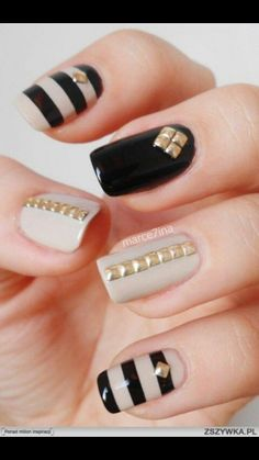Image via Gold nails Image via Gold Nail Art Designs. Image via Wedding gold nails for Image via The Golden Hour - Reverse Glitter Gradient nail art: two color colou Fancy Nails, Cute Nails, Pretty Nails, Nagellack Design, Nagellack Trends, Gold Nail Art, Gold Nails, Black Nails, Beige Nails