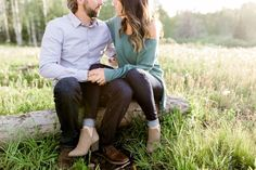 Cute outfit ideas for engagement photos. Sophisticated but casual outfit ideas for photos in the mountains. Encampment, WY Sunset Engagement Session | Wyoming Based Wedding Photographer | Engagement Photo Pose