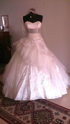 ♥ Brautkleid im Prinzessinnen look ♥  Ansehen: http://www.brautboerse.de/brautkleid-verkaufen/brautkleid-im-prinzessinnen-look/   #Brautkleider #Hochzeit #Wedding