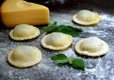 Ravióli com queijo gouda e manjericão Pastagrano