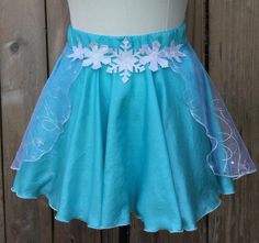 This Elsa inspired running skirt is made from Georgette with an organza snowflake over skirt! The organza mimics Elsas iconic cape and is finished Disney Running Outfits, Frozen Outfits, Disney Tutu, Disney Dress Up, Disney Princess Half Marathon, Disney Marathon, Run Disney Costumes, Running Costumes, Disney Bachelorette