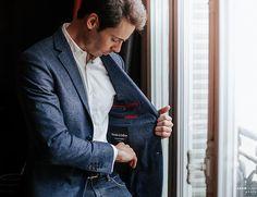 De la veste, à la chemise, en passant par le manteau et le pantalon, Blandin & Delloye décline tout le vestiaire masculin. Contactez-nous pour un rendez-vous.