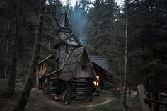 Once a water mill, this cabin suitable for folklore was built by a Serbian painter. He constructed several cabins on the shores of the river in the Bosnian village of of Zelenkovac.