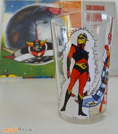 Verre moutarde ... GOLDORAK Actarus et Vénusia  sur ... www.mulubrok.fr ... #mulubrok #vintage We Are Young, Great Tv Shows, Loin, Old School, Fiction, Cartoons, Objects, Child, Animation
