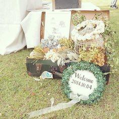大好きな写真やお花を集めて♡フォトフレームのウェルカムボード10選にて紹介している画像 Garden Wedding, Diy Wedding, Wedding Flowers, Wedding Welcome Board, Welcome Photos, Space Wedding, Wedding Coordinator, Wedding Images, Wedding Decorations