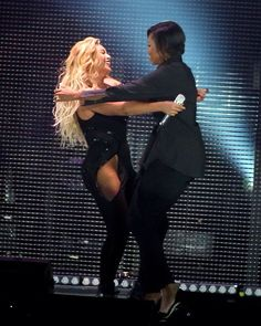 Beyoncé Hugs Michelle Obama onstage during 2015 Global Citizen Festival to end extreme poverty by 2030 in Central Park on September 26, 2015 in New York City.