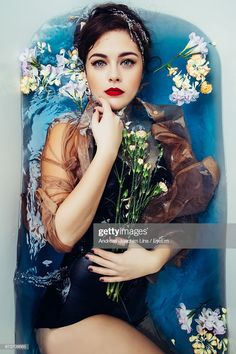 Portrait Of Beautiful Woman With Flowers In Bathtub Photography , Artistic Portrait Photography, Underwater Photography, Creative Photography, Photography Poses, Levitation Photography, Exposure Photography, Inspiring Photography, Stunning Photography, Winter Photography