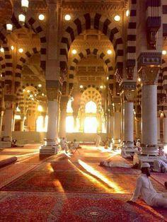 Inside Masjid al Masjid Nabawi Mecca Masjid, Masjid Al Haram, Alhamdulillah, Beautiful Mosques, Beautiful Places, Medina Mosque, Mekkah, Blue Mosque, Islamic Wallpaper