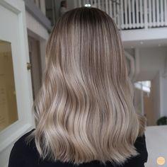 Soft Blonde Hair, Blonde Hair Looks, Soft Brown Hair, Soft Balayage, Balayage Hair Blonde, Hair Color Caramel, Hair Tape, Medium Long Hair, Dyed Hair