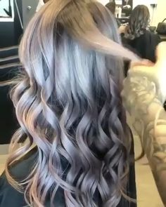 Special Way to do curls - saç Hair Color For Fair Skin, Hair Color Purple, Brown Hair Colors, Gray Color, Ash Blonde Hair, Platinum Blonde Hair, Silver Blue Hair, Silver Ombre, Angled Hair