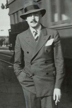 Dashiell Hammett author of the novels upon which the films The Maltese Falcon and The Thin Man were based. Hard Boiled Detective, Dashiell Hammett, Writers And Poets, Sharp Dressed Man, Dapper, Double Breasted, Suit Jacket, Hollywood, Black