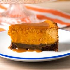 Cheesecake and Dulce de Leche, if they were already delicious separately, imagine them combined! Cheesecake Recipes, Dessert Recipes, Caramel Cheesecake, Galette Des Rois Recipe, Tasty Videos, Savoury Cake, Just Desserts, Love Food, Sweet Recipes