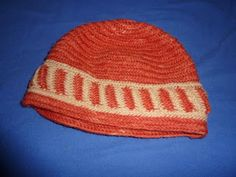 Naalbinding cap in Korgen stitch with vertical color accents. By Friuntskafida