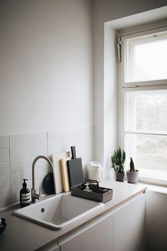 Minimalist Kitchen Interior - Christoph Kummecke Apartment - Berlin (8) – Design. / Visual.